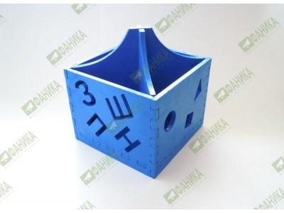 Карандашница с буквами синего цвета