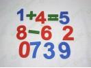 Цифры и знаки большие цветные деревянные на магнитах