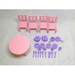 Стол, стулья и посуда цветные
