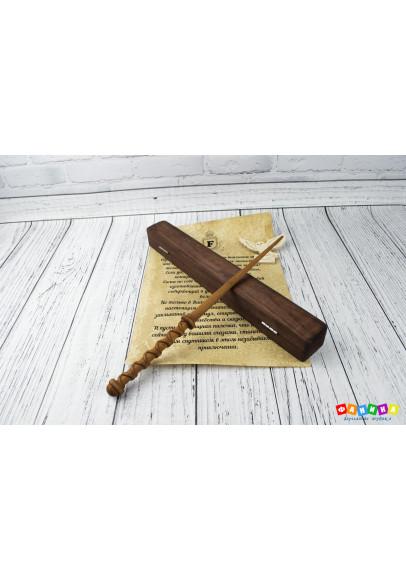 Волшебная палочка в шкатулке и свитком с совой