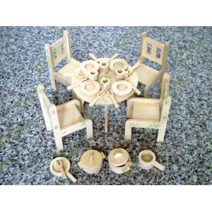 Стол, стулья и посуда для кукол